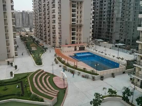 gaur city 10th avenue